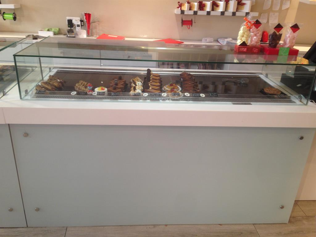 4 vitrines gâteaux