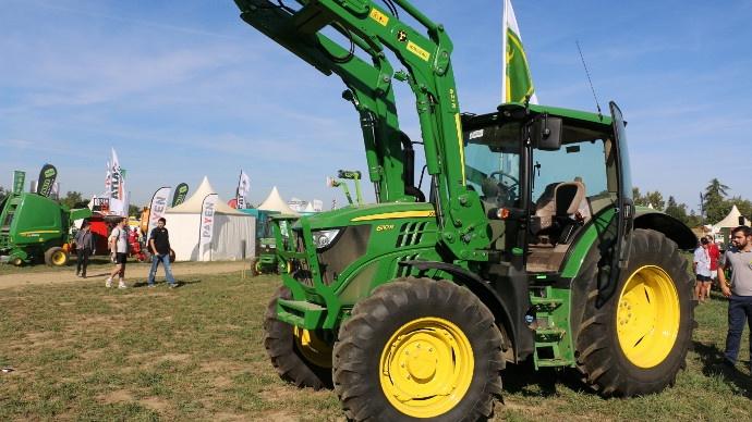 Tracteurs John Deere - Les 6R à petit et moyen châssis évoluent