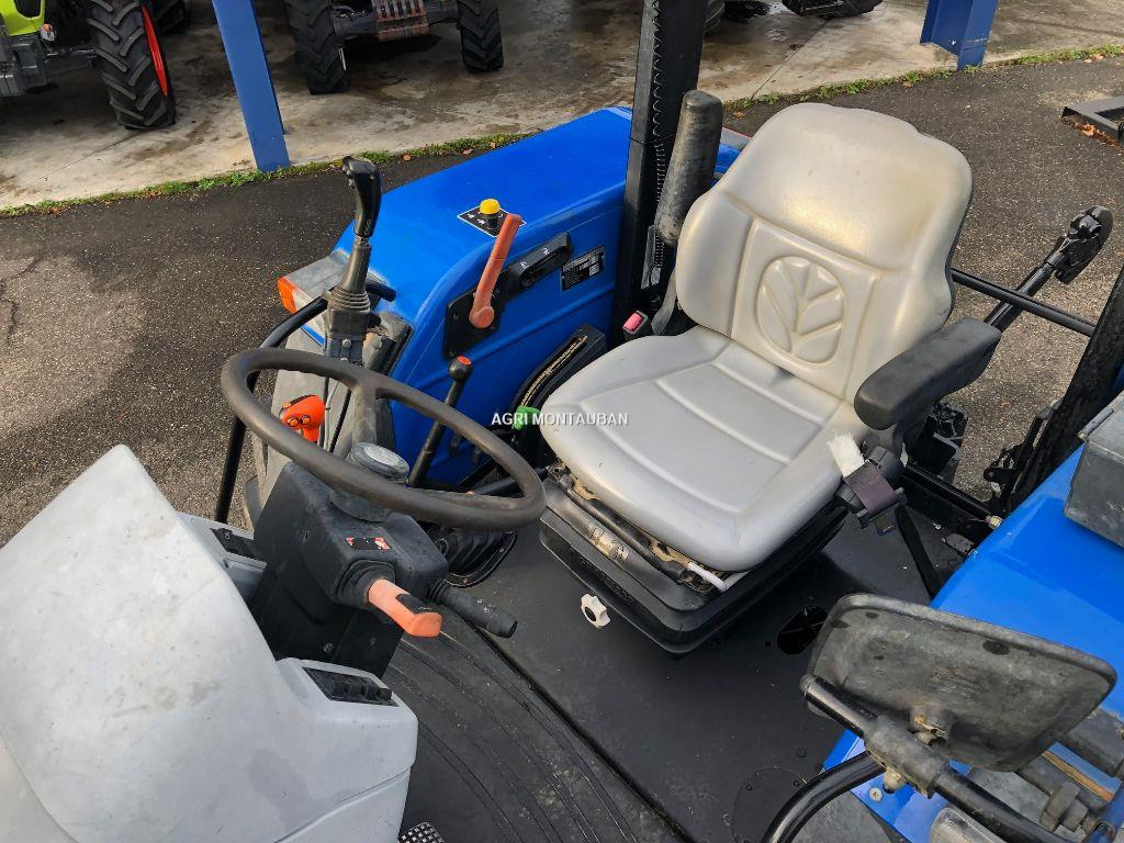New Holland T 5040 + CHARGEUR