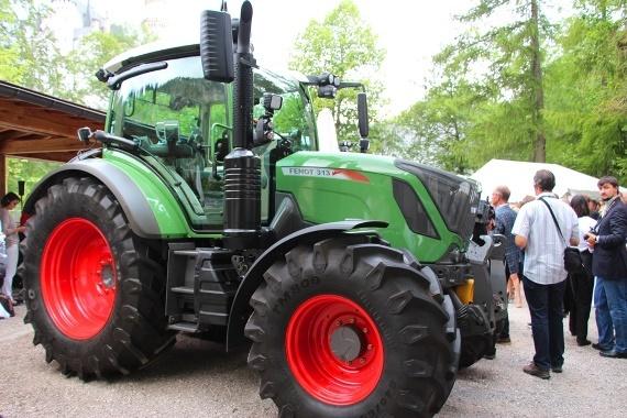 Tracteur Fendt 300 Vario S4 - Il prend le meilleur des grands et un moteur Agco Power