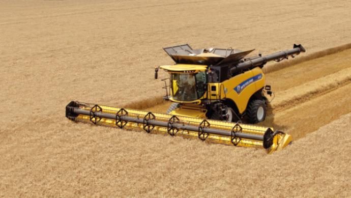 Moissonneuses-batteuses - Avec 652 ch, New Holland dévoile la plus puissante des machines, la CR1090