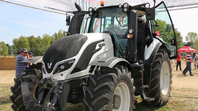 Tracteurs Valtra T4 HiTech - Beau gosse et facile à vivre en plus !