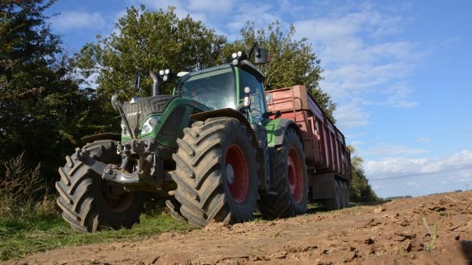 [Avis d'agriculteur] Essai Fendt 724 - «Efficace,léger et confortable» selon Pascal Douchet