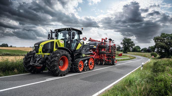 Tracteur à chenilles - Claas passe à l'Axion grâce à son 900 Terra Trac!