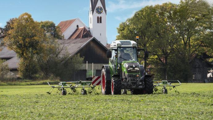 Tracteur électrique - Fendt e100 Vario: plus de performances et une prise 400 V pour recharger!